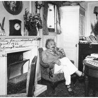 Лист Альберта Ейнштейна зі знаменитою формулою продали за 1,2 мільйона