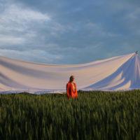 Український художник Анатолій Криволап вперше знявся у кліпі: дивіться дебютне відео ROXOLANA