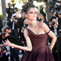 """Каннський кінофестиваль: Коко Роша викликала фурор у платті Dior на прем'єрі фільму """"Голос любові"""""""