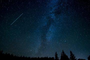 У небі над Норвегією пролетів надзвичайно великий метеорит: відео падіння
