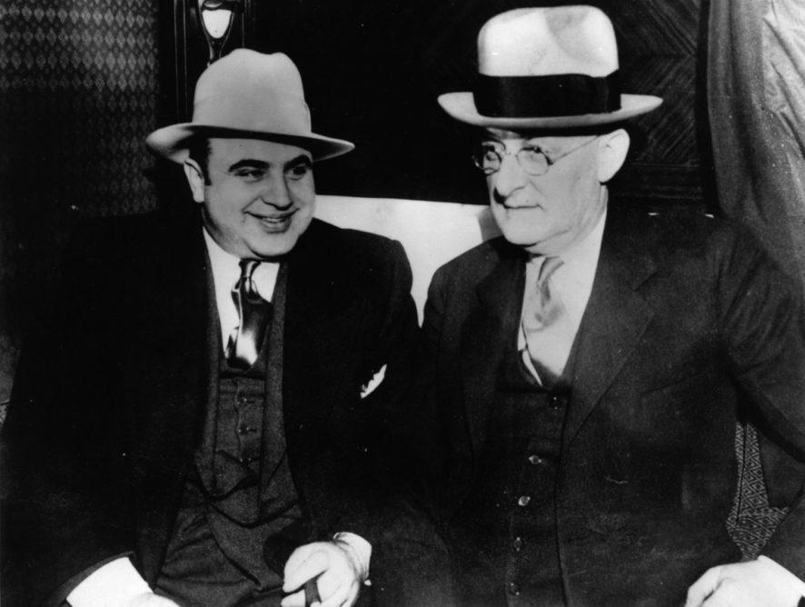 У США на аукціоні продадуть 200 речей легендарного гангстера Аль Капоне