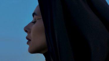 """Таємниці Сходу й ефектне відео в пустелі: ETOLUBOV презентувала кліп """"Притяжение"""""""
