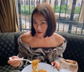 Тиждень моди в Парижі: Тіффані Хсу показала, як одягатись стильно і по погоді