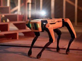 Робот Boston Dynamics станцював разом із дівчатами-черлідерами